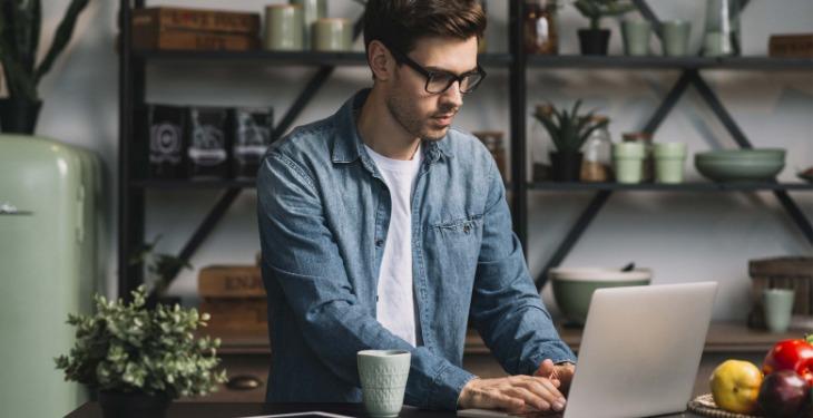 Asistent virtual afacere privată de acasă