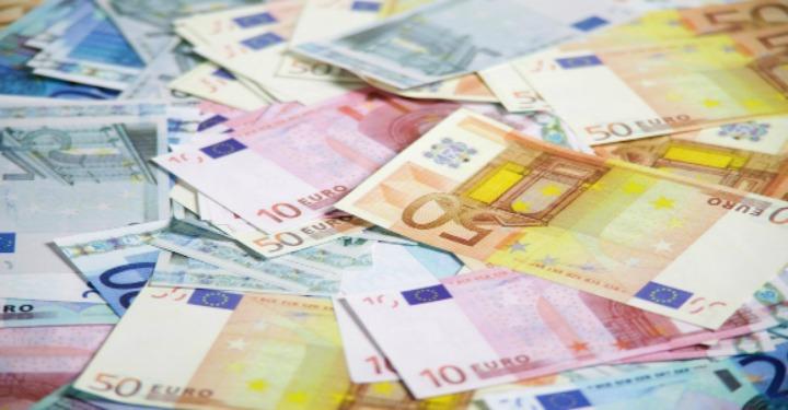 Mulți bani aruncați pe masă