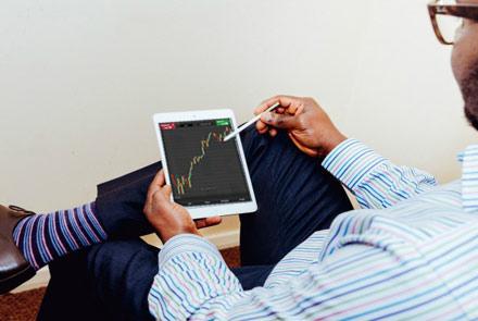 Zece reguli de aur privind investiția la bursă pentru începători