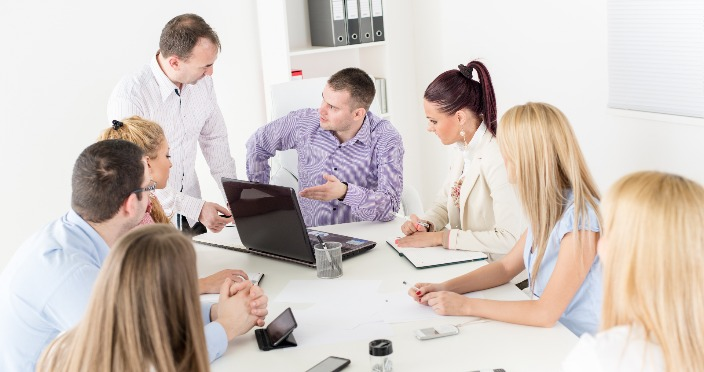 Muncă de echipă în criza de afaceri
