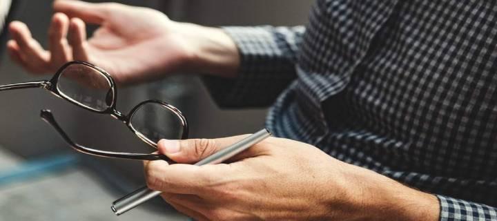 Mâinile în comunicarea de afaceri la întâlnire