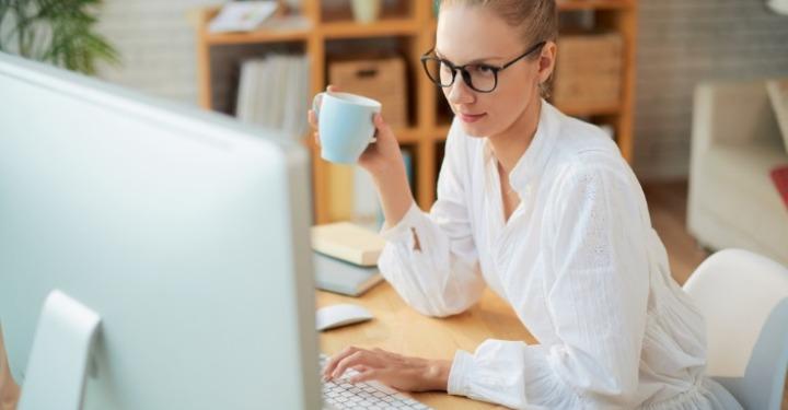 Managerul caută cum să câștigi bani online