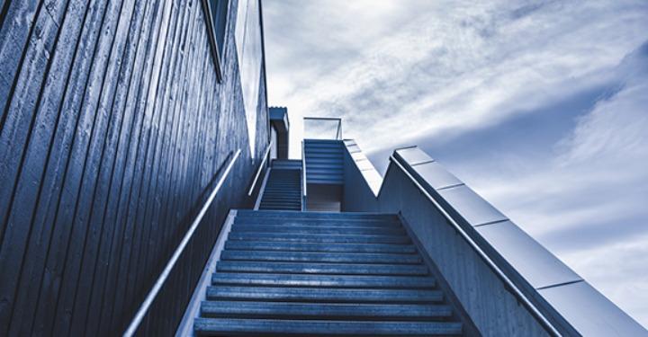 drumul către succes este ca o scară spre vârf