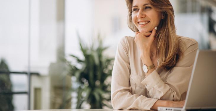 Femei în afaceri laptop asistentul virtual